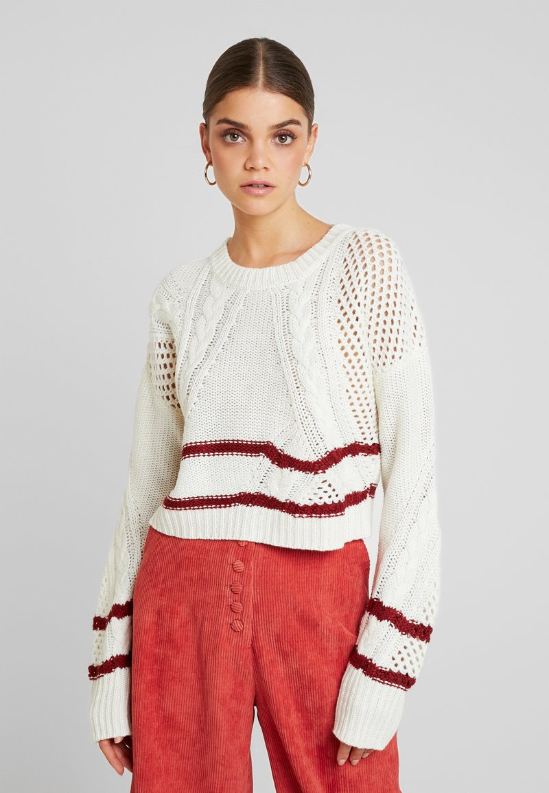Missguided - PURPOSEFUL SPLICED CABLE SPORTY CROPPED JUMPER - Stickad tröja - cream