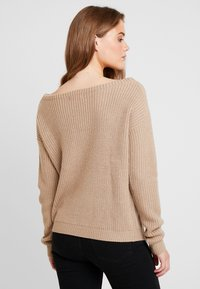 Missguided - OPHELITA OFF SHOULDER JUMPER - Maglione - taupe - 2
