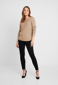 Missguided - OPHELITA OFF SHOULDER JUMPER - Maglione - taupe - 1