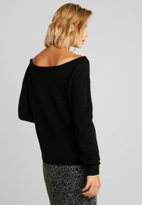 Missguided - OPHELITA OFF SHOULDER JUMPER - Strikkegenser - black - 2