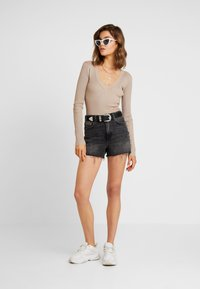 Missguided - PLUNGE V NECK BODY - Pullover - sand - 1