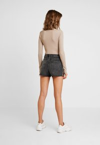 Missguided - PLUNGE V NECK BODY - Pullover - sand - 2