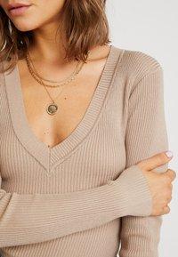 Missguided - PLUNGE V NECK BODY - Stickad tröja - sand - 5