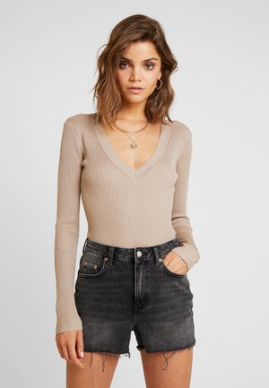 PLUNGE V NECK BODY - Strickpullover - sand