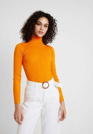ROLL NECK BODY - Stickad tröja - orange