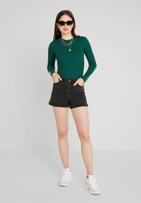 Missguided - BUTTON CUFF CREW NECK BODY - Svetr - forest green - 1