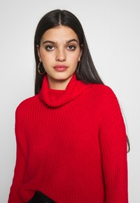 Missguided - ROLL NECK CROP JUMPER - Pullover - red - 3