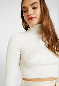 Missguided - ROLL NECK DETAIL CROP  - Strickpullover - white - 4