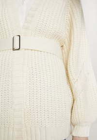 Missguided - CHUNKY CABLE BELTED CARDIGAN - Cardigan - cream - 5