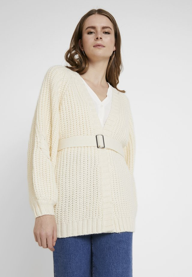 CHUNKY CABLE BELTED CARDIGAN - Cardigan - cream