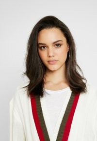 Missguided - LONGLINE BELTED CRICKET CARDIGAN - Gilet - cream - 3