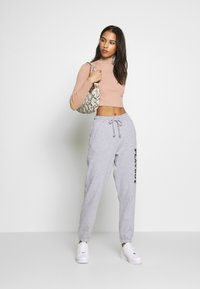 Missguided - BASIC HIGH NECK DETAIL KNITTED CROP - Strickpullover - sand - 1