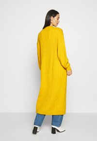 Missguided - EXTREME BALLOON SLEEVE MAXI  - Gilet - mustard - 2
