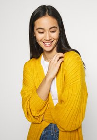 Missguided - EXTREME BALLOON SLEEVE MAXI  - Gilet - mustard - 3
