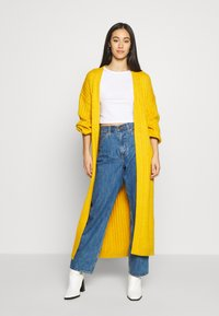 Missguided - EXTREME BALLOON SLEEVE MAXI  - Gilet - mustard - 1