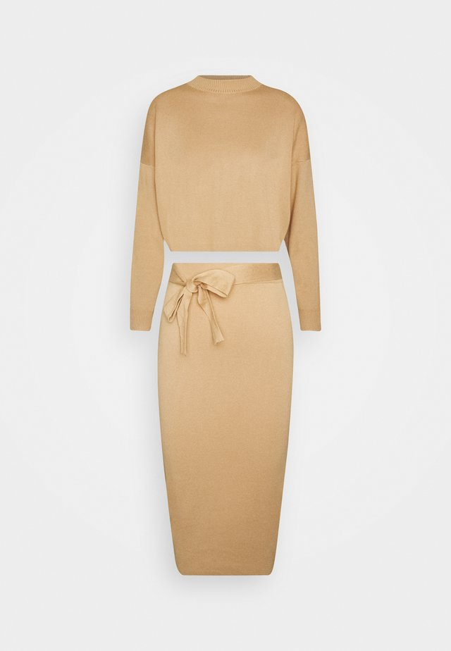 FUNNEL NECK CROPPED JUMPER AND TIE WAIST MIDI SKIRT SET - Pullover - camel
