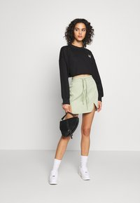 Missguided - CROPPED RAW HEM - Mikina - black - 1