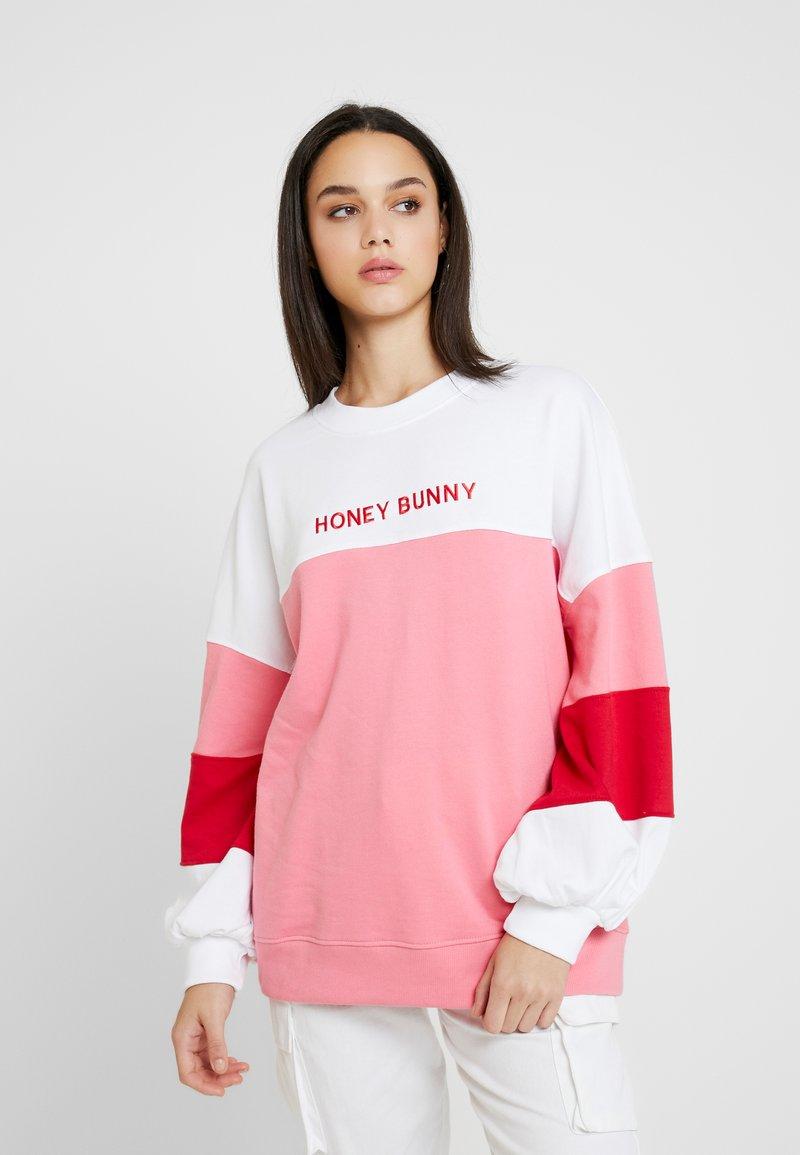 Missguided - HONEY BUNNY EMBROIDERED SLOGAN - Sweatshirt - pink