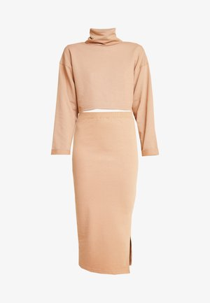 LOOPBACK COWL NECK CROP AND LOOPBACK MIDAXI SKIRT SET - Felpa - camel