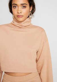 Missguided - LOOPBACK COWL NECK CROP AND LOOPBACK MIDAXI SKIRT SET - Sweatshirt - camel - 3