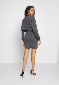 Missguided - WASHED LOOPBACK CROP - Sweatshirt - charcoal - 2