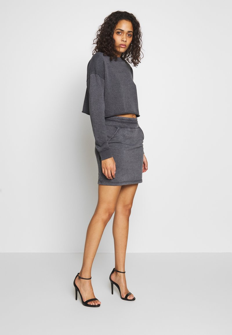 Missguided - WASHED LOOPBACK CROP - Sweatshirt - charcoal