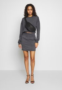 Missguided - WASHED LOOPBACK CROP - Sweatshirt - charcoal - 1