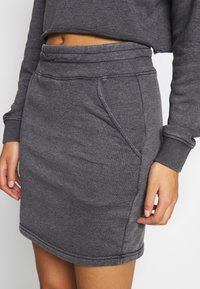 Missguided - WASHED LOOPBACK CROP - Sweatshirt - charcoal - 5