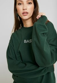 Missguided - EMBROIDERED - Sweatshirt - green - 5