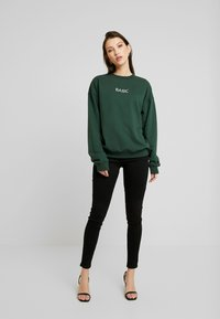 Missguided - EMBROIDERED - Sweatshirt - green - 1