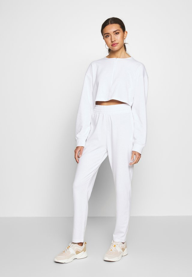 ZIP FRONT CROPPED  SLIM LINE SET - Tracksuit - white
