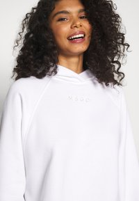 Missguided - LOOPBACK DRAWSTRING HOODY - Bluza z kapturem - white - 4