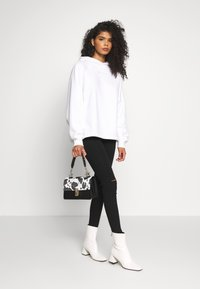 Missguided - LOOPBACK DRAWSTRING HOODY - Bluza z kapturem - white - 1