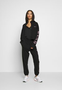 Missguided - JOGGER AND JACKET SET - Zip-up hoodie - black - 1
