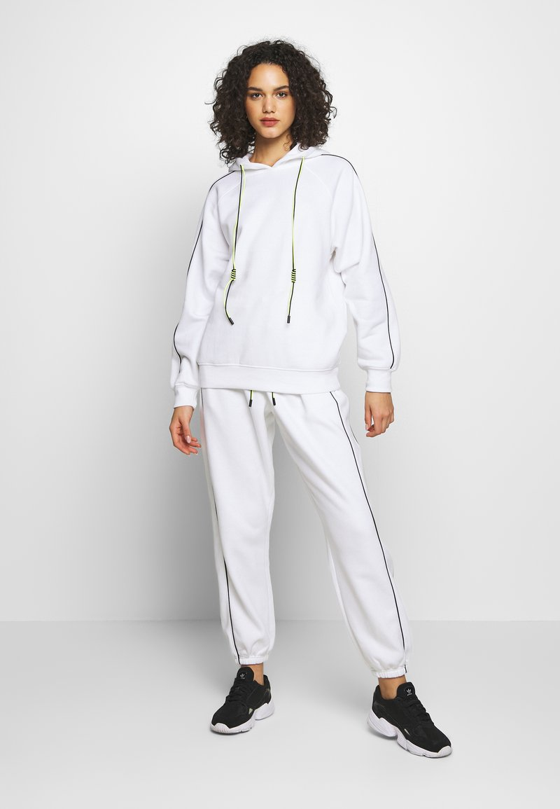 Missguided - SET JOGGER AND SWEAT - Sweat à capuche - white