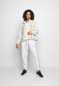 Missguided - SET JOGGER AND SWEAT - Sweat à capuche - white - 1
