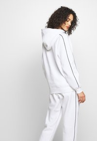 Missguided - SET JOGGER AND SWEAT - Sweat à capuche - white - 4