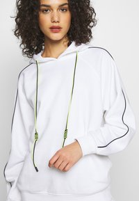 Missguided - SET JOGGER AND SWEAT - Sweat à capuche - white - 7