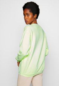 Missguided - WASHED - Sweatshirt - lime - 2