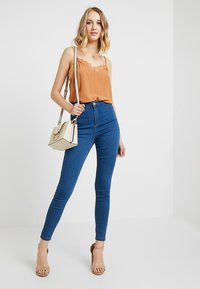 Missguided - VICE STONEWASH - Jeans Skinny Fit - stone - 2