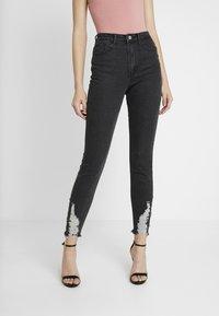 Missguided - SINNER HEM KEY SHOOT - Jeans Skinny Fit - washed black - 0