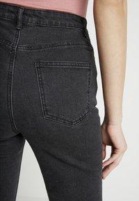 Missguided - SINNER HEM KEY SHOOT - Jeans Skinny Fit - washed black - 4