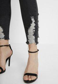 Missguided - SINNER HEM KEY SHOOT - Jeans Skinny Fit - washed black - 6
