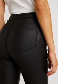 Missguided - VICE DOUBLE POPPER COATED BIKER - Jeans Skinny Fit - black - 6
