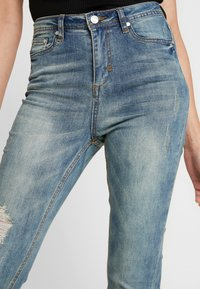 Missguided - SINNER SINGLE KNEE RIP VINTAGE - Jeans Skinny Fit - blue - 3