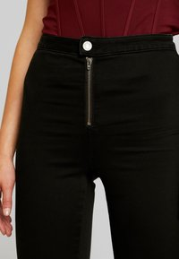 Missguided - VICE BUTTON UP WITH ANKLE ZIP - Vaqueros pitillo - black - 5