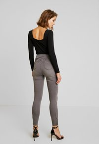 Missguided - VICE EXPOSED ZIP AND BUTTON WITH ANKLE ZIP - Jeans Skinny - grey - 3