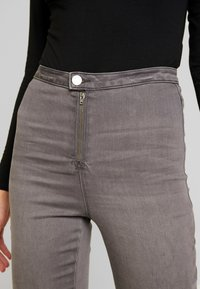 Missguided - VICE EXPOSED ZIP AND BUTTON WITH ANKLE ZIP - Jeans Skinny - grey