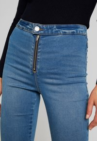 Missguided - VICE EXPOSED ZIP AND BUTTON WITH ANKLE ZIP - Vaqueros pitillo - blue - 4