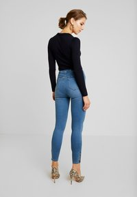 Missguided - VICE EXPOSED ZIP AND BUTTON WITH ANKLE ZIP - Vaqueros pitillo - blue - 2